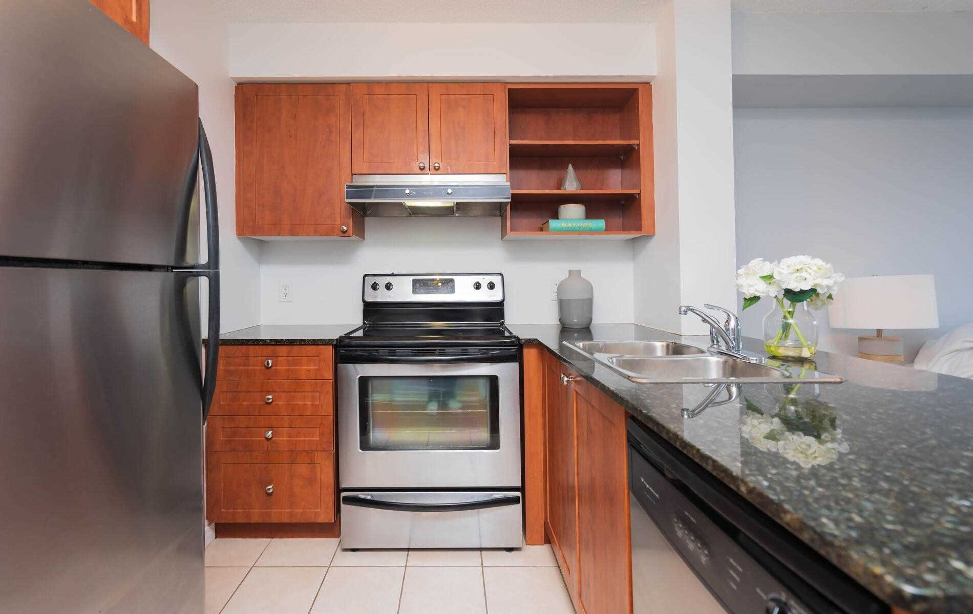 120 Dallimore Circ. 402 - Kitchen